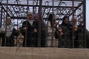 Đông Ghouta: Pháo đài chính sụp đổ, phiến quân Syria phải thả 3.000 tù nhân