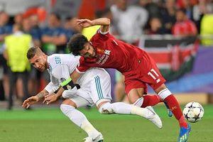 Chấn thương của Salah: Do hung thần Ramos hay Salah tự gây ra?