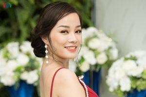 'Vàng Anh' Minh Hương lưng trần gợi cảm giữa ngày hè rực nắng