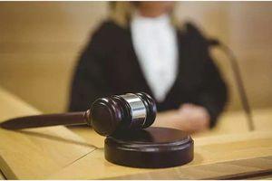 Thoát tội cưỡng hiếp nhờ cho bồi thẩm đoàn xem…'của quý'