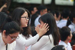 Những khoảnh khắc đẹp của nữ sinh trường Phan trong lễ bế giảng năm học