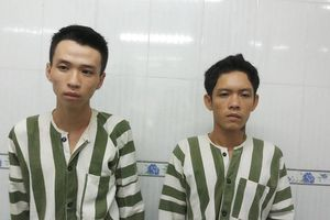 Bị truy đuổi, hai kẻ cướp giật gí dao chống công an