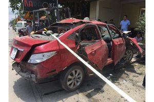 Đang làm rõ việc xe ô tô con tự dưng phát nổ trên đường