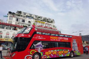 Tuyến buýt mui trần đầu tiên ở Hà Nội chính thức lăn bánh