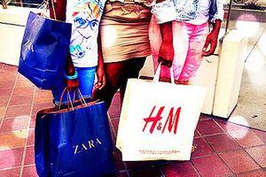 Dùng 'gương thần' để mua sắm tại H&M và Zara, phụ nữ nào mà chả thích