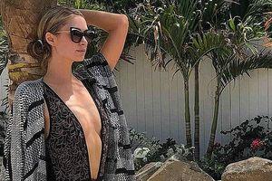 Kiều nữ Paris Hilton thả dáng thon với bikini gợi cảm trên biển