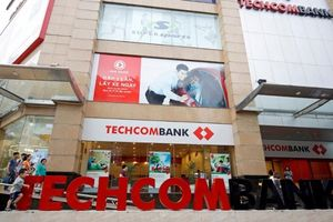Techcombank chính thức lên sàn, trở thành á quân ngành ngân hàng về giá trị vốn hóa