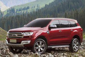 Ford Everest 2018 'chào' giá 900, Toyota Fortuner tái xuất giảm 300 triệu?