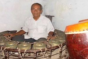 Truyền nhân chế tác nhạc cụ Khmer