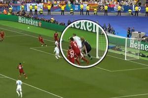 Thủ môn Liverpool bị rối loạn thị giác sau cú đòn hiểm của Ramos!