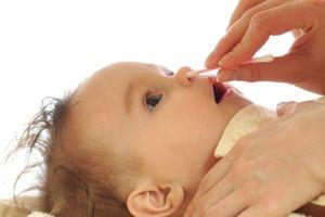 Giúp trẻ thoát khỏi ngạt mũi ngày hè với cách siêu dễ này