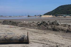 Thi công dự án đê chắn sóng cảng Chân Mây(TT Huế): Đầm lầy bùn 'treo' bên vịnh biển du lịch