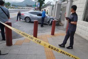 Ôtô tông thẳng vào cổng Đại sứ quán Mỹ tại Seoul
