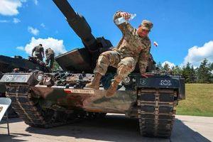 Ngạc nhiên dàn xe tăng NATO đua tài trên đất Đức