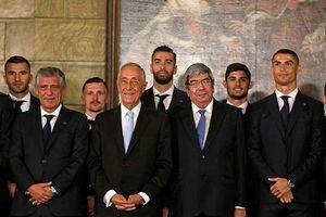 Ronaldo được cả Tổng thống và Chủ tịch QH Bồ Đào Nha đích thân úy lạo