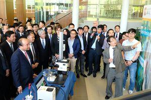 Thủ tướng dự sự kiện trình diễn công nghệ thông minh tại Đại học Laval