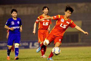 Cầu thủ nữ Hoàng Quỳnh có hành động đáng chê trách