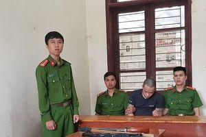 Choáng váng với kho vũ khí tại gia của kẻ vừa bị khởi tố