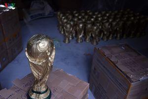 Ảnh 'Cúp vàng World Cup' phiên bản Hà Nội được xuất sang Nga