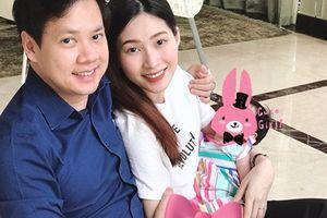 Hoa hậu Thu Thảo lần đầu lộ diện con gái trong ngày sinh nhật ông xã