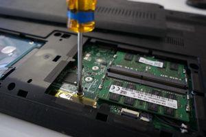 Cách thay thế ổ cứng SSD để nâng cấp laptop