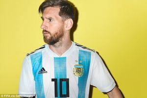 Messi căng thẳng khi làm người mẫu ảnh quảng bá World Cup 2018
