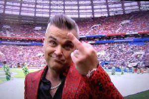 Robbie Williams giơ 'ngón tay thối' khi biểu diễn khai mạc World Cup