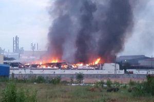 Cháy lớn suốt đêm, 3 nhà xưởng của Công ty Yakjin bị thiêu rụi