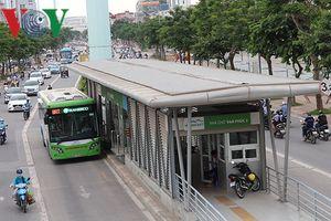 Phút trải nghiệm buýt nhanh BRT trong giờ cao điểm