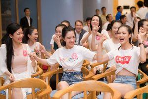 Các người đẹp Hoa hậu Việt Nam 2018 cổ vũ World Cup trong đêm khai mạc