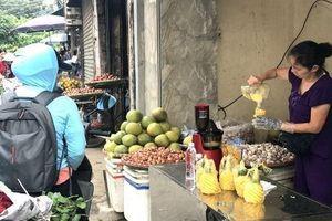 20 ngàn/lít, nước ép hàng sang bán đầy vỉa hè Hà Nội