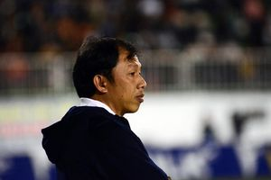 HLV đội HAGL bảo vệ Tăng Tiến sau tình huống bỏ bóng đá người