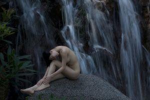 26 bức ảnh nude triển lãm của Thái Phiên 'nóng bỏng' đến mức nào?