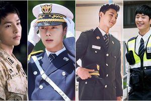 Không cần đồ hiệu đắt đỏ, 5 nam thần xứ Hàn vẫn khiến fan 'trụy tim' khi diện quân phục đại trà