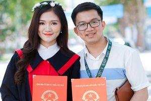 Phó bí thư Đoàn ĐH Vinh cầu hôn nữ sinh ngay trong lễ tốt nghiệp