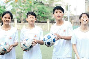 Đội bóng 4 em 'mồ côi' được mời tham dự World Cup 2018