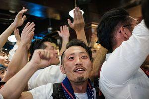 Người Nhật yêu bóng đá hơn sau khi 'Samurai xanh' thắng Colombia