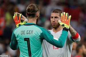 Tại sao De Gea 'thần thánh' luôn mắc lỗi ở tuyển Tây Ban Nha?