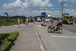 Mẹ tử vong, con nguy kịch sau va chạm với xe tải khi vừa bước ra từ phòng khám