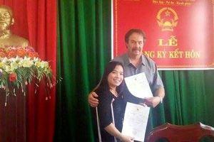 Cô gái Việt bại liệt nuôi con được người đàn ông Mỹ 'khổng lồ' yêu thương