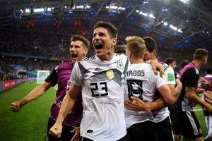 Đá với 10 người, Đức ngược dòng thắng không tưởng