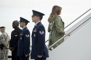 Đệ nhất phu nhân Mỹ mặc chiếc áo nhạy cảm khiến dư luận choáng váng