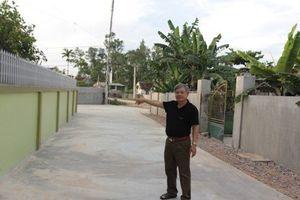 Câu truyện về người đàn ông gàn hiến đất làm đường Nông thôn mới