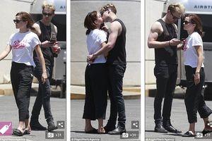 Kiều nữ Emma Watson hồn nhiên 'khóa môi' bạn trai sau tin đồn chia tay