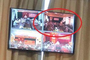 Đồng loạt bỏ họp ở Nghệ An: Cán bộ huyện bị xử lý thế nào?