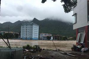 Mưa to làm ngập úng, sạt lở đất gây ách tắc giao thông vùng cao Hà Giang