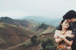 Chuyện tình 'quay số trúng nụ hôn' của cô dâu Việt và chú rể ngoại quốc gây sốt