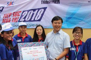 Đoàn công tác đến thăm đội sinh viên tình nguyện 'tiếp sức mùa thi 2018'