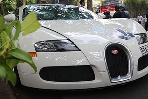 Bugatti Veyron 50 tỷ của Đặng Lê Nguyên Vũ lần đầu lăn bánh