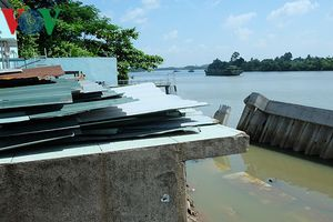 Kè chợ tiền tỉ trôi xuống sông Đồng Nai